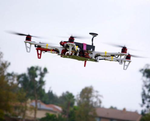 Fomento tendrá en cuenta a los discapacitados para pilotar Drones en España