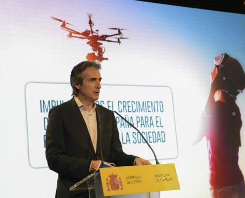 Fomento presenta el Plan estratégico para el desarrollo del sector civil de los drones en España 2018-2021