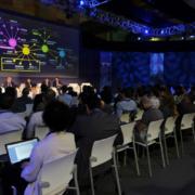 Mesa de debate en S-MOVING sobre movilidad inteligente en la Industria 4.0