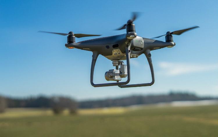 La FAA establece que los drones pequeños deberán mostrar su identificador en el exterior