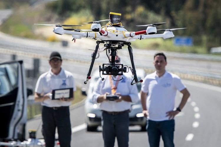 Primer vuelo de dron en un entorno aeroportuario gallego