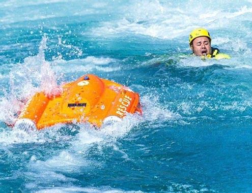Se presenta Dolphin 1, el primer vehículo de salvamento marítimo a control remoto en España